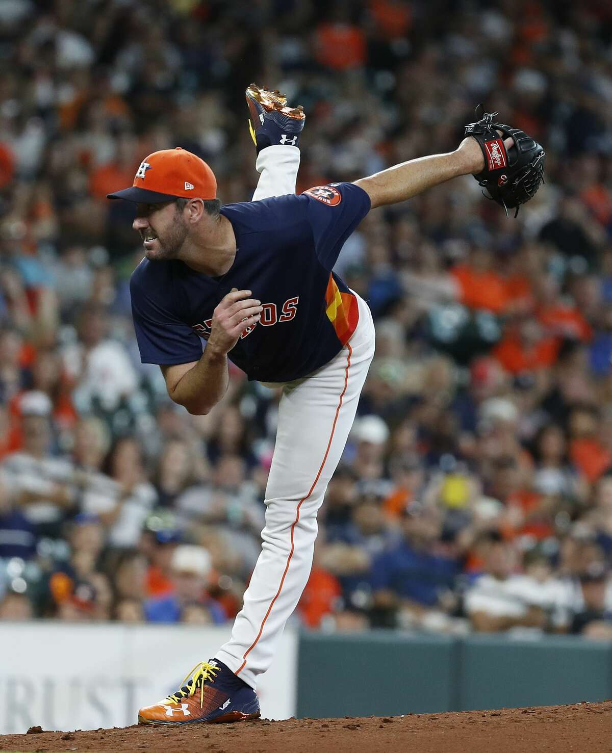 Houston Astros starting pitcher Justin Verlander (35) pitches during the second inning of an MLB game at Minute Maid Park, Sunday, July 15, 2018, in Houston. ( Karen Warren / Houston Chronicle )