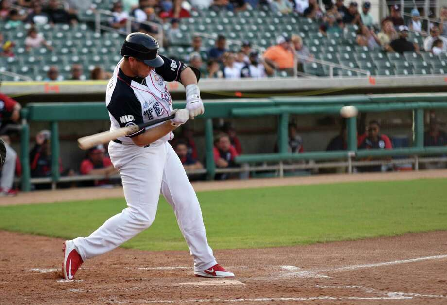 First baseman Balbino Fuenmayor had two hits and an RBI in the Tecolotes' 5-1 win over Bravos de Leon Sunday at Uni-Trade Stadium. The Tecos had a season-high 15 hits and won back-to-back series for the first time this year. Photo: Christian Alejandro Ocampo /Laredo Morning Times / Laredo Morning Times