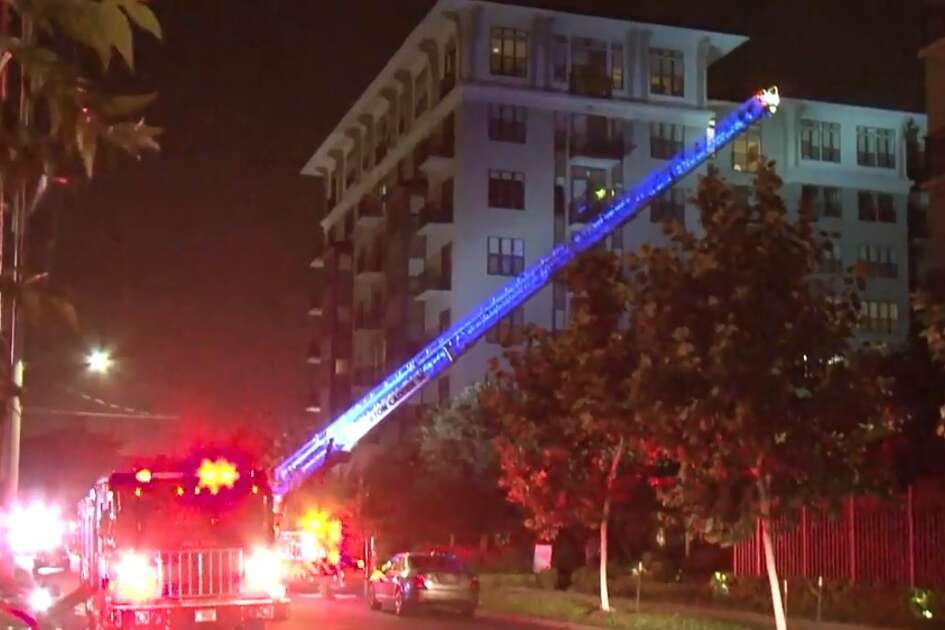 A luxury apartment complex on Dunlavy in Montrose caught fire on Monday, August 2018.