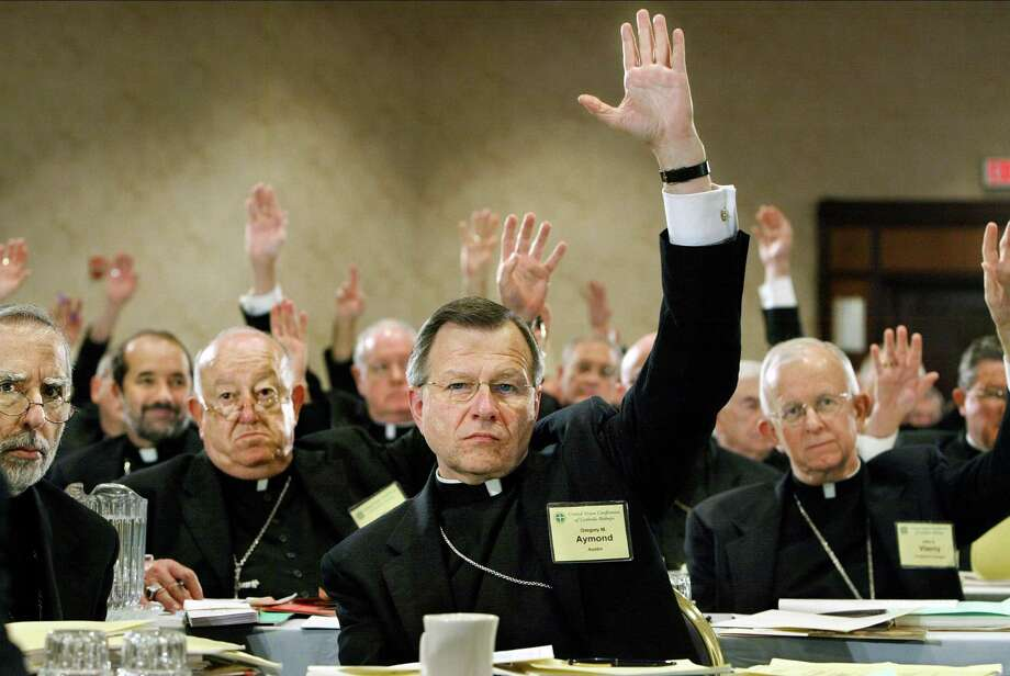 Catholic bishops vote during an annual gathering of the U.S. Conference of Catholic Bishops in Washington, D.C. in 2003. Photo: J. SCOTT APPLEWHITE, Staff / Associated Press / AP
