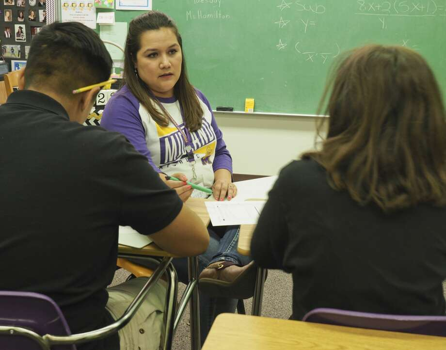 Traci Pequeno works with her students 05/23/18 at Midland Freshman. Tim Fischer/Reporter-Telegram Photo: Tim Fischer/Midland Reporter-Telegram