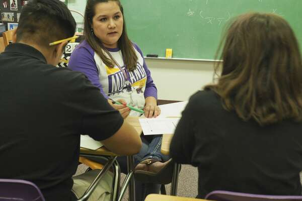 Traci Pequeno works with her students 05/23/18 at Midland Freshman. Tim Fischer/Reporter-Telegram