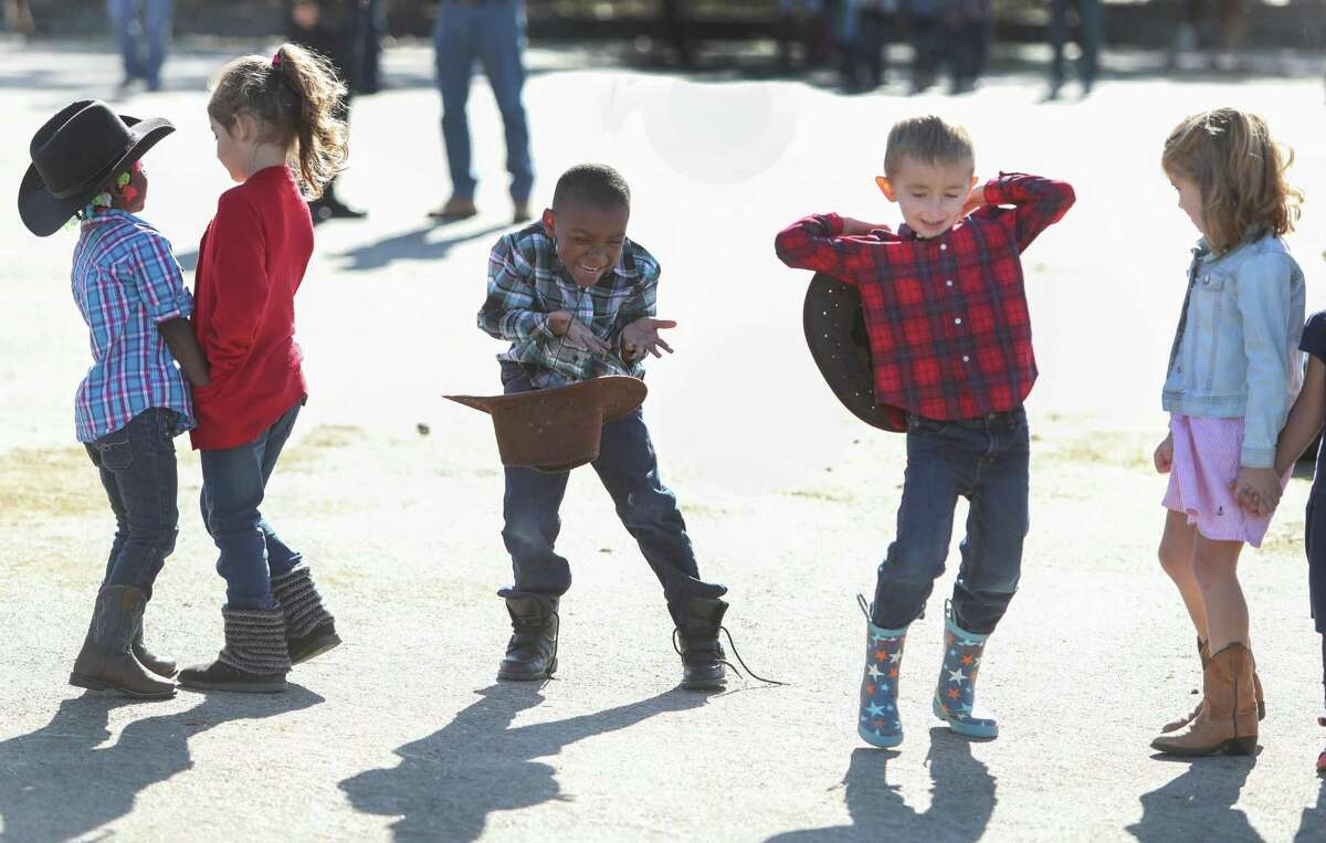 Garden Oaks Montessori Magnet students Jaycob Jones and Wes Sharenson try to keep their hats on before meeting riders and livestock from The Spanish Trail Ride Friday, March 3, 2017, in Houston. More schools should sort students by their skills, rather than by age, says Siri Fiske. ( Steve Gonzales / Houston Chronicle )