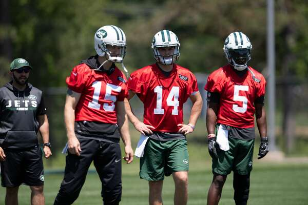 The Jets are once again looking for a franchise QB, with rookie Sam Darnold (14) joining veterans Josh McCown (15) and Teddy Bridgewater.