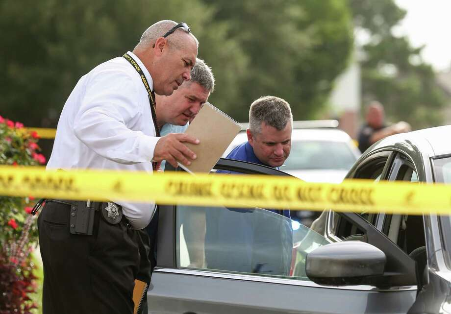 Homicide detectives investigate the scene where Jose Rodriguez was taken into custody on the 12100 block of Wortham Landing Drive Tuesday, July 17, 2018, in Houston. Rodriguez is a suspect in a recent murder spree. Photo: Godofredo A. Vasquez, Houston Chronicle