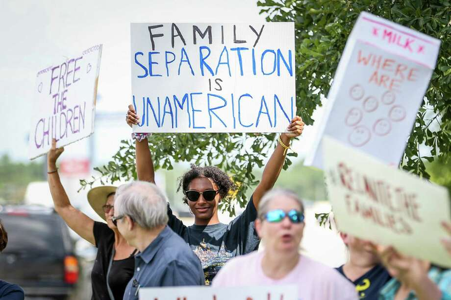 Protestors rally against the immigrant family separation policy on Friday, July 13, 2018, outside of US Rep. Kevin Brady's office in Conroe. Photo: Michael Minasi, Staff Photographer / Houston Chronicle / © 2018 Houston Chronicle