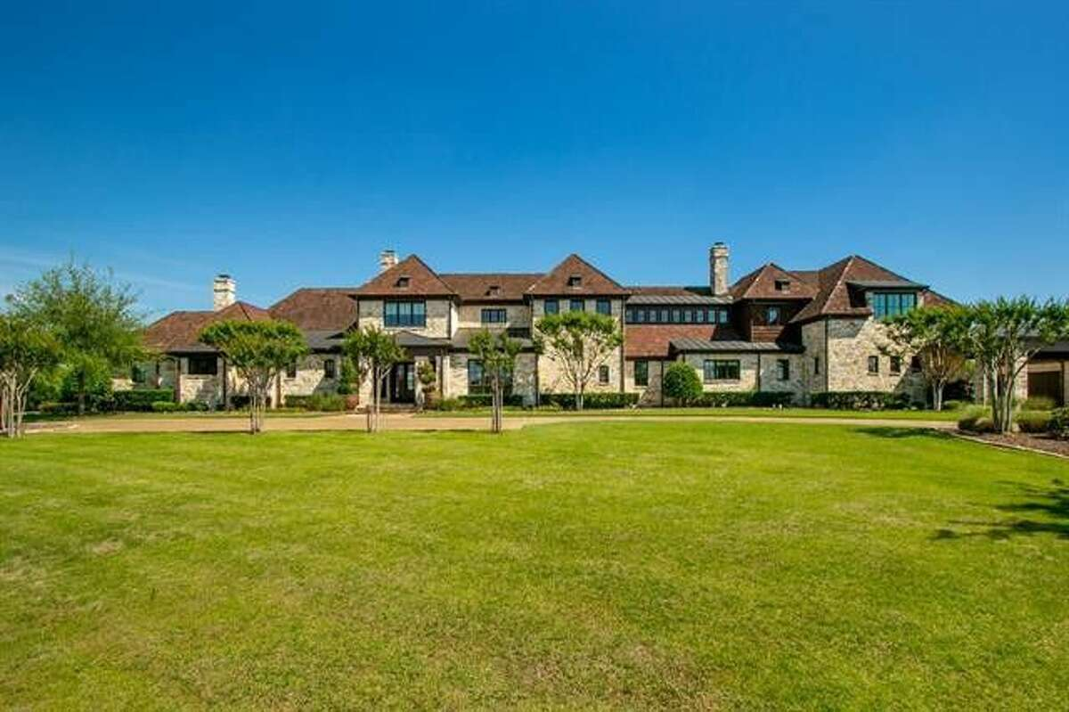 See photos of Glenn Beck's mansion being listed for $5.9 million.