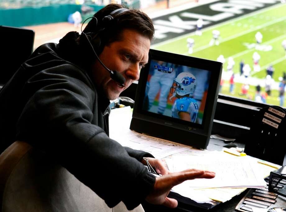 Then Oakland Raiders announcer Greg Papa prepares for a game on Dec. 14, 2008. Photo: Paul Chinn / The Chronicle 2008