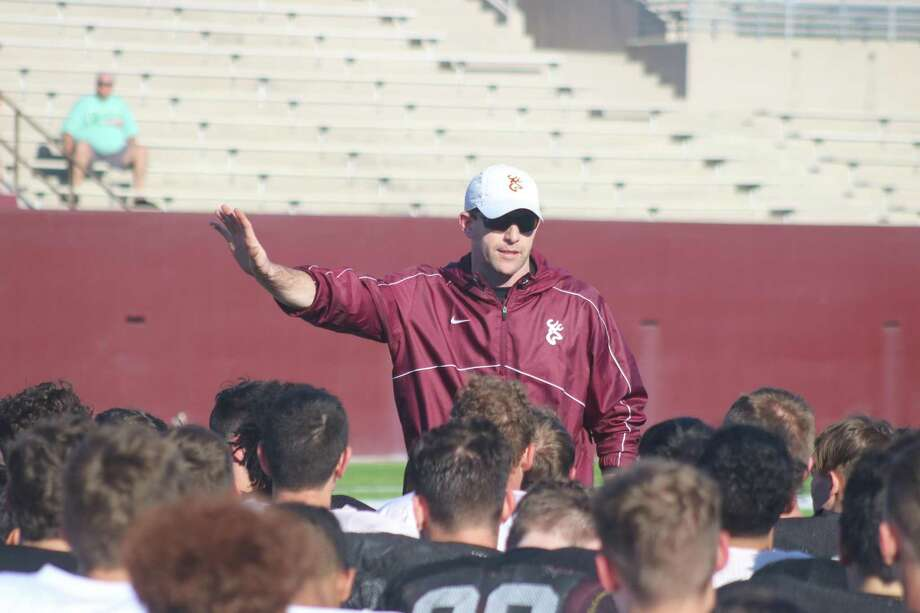 Dave Campbell's Texas Football Magazine foresees first-year Deer Park head coach Austin Flynn guiding Deer Park to the state playoffs, but behind North Shore and West Brook, two teams in the magazine's Top-40 preseason rankings. Photo: Robert Avery