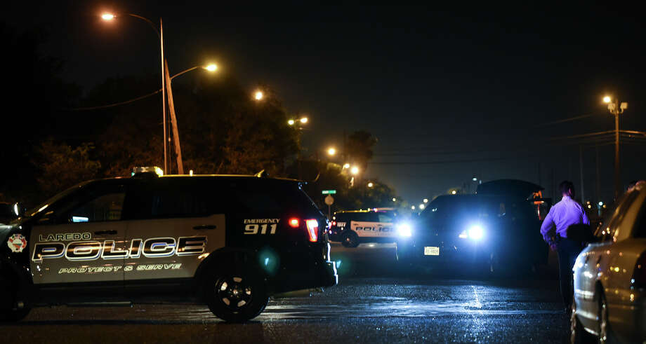 Laredo police officers respond to a report of a shooting at the intersection of Burnside Street and West San Francisco Avenue on Tuesday, July 17, 2018. Photo: Danny Zaragoza/Laredo Morning Times