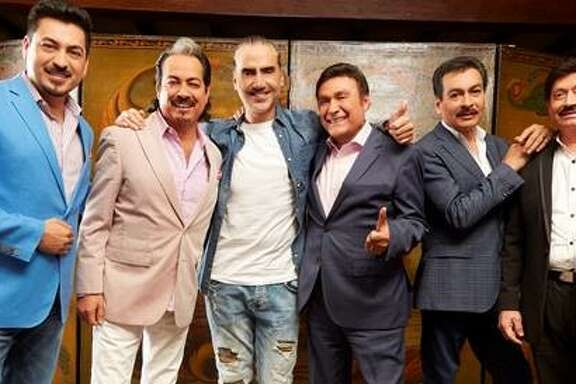 Alejandro Fernandez, center, and Los Tigres del Norte.