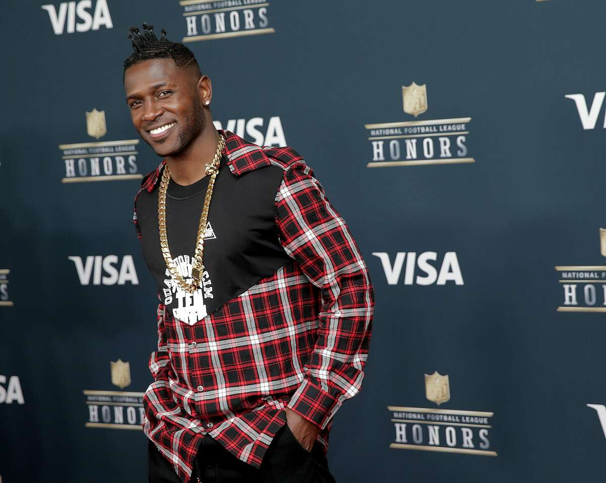 Pittsburgh Steelers' Antonio Brown poses for a photo before the NFL honors night at the Wortham Theater Center on Saturday, Feb. 4, 2017, in Houston. ( Elizabeth Conley / Houston Chronicle )