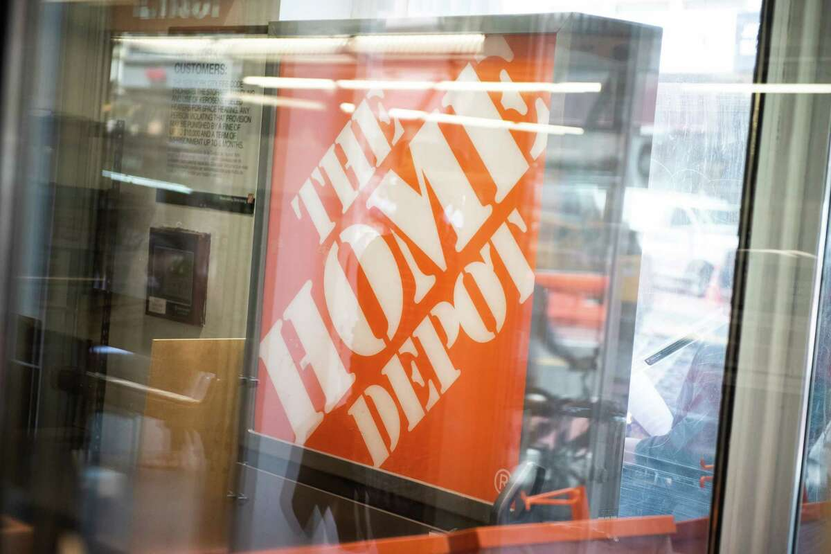 Home Depot Inc. store signage is displayed outside a in New York, U.S., on Friday, May 11, 2018. Home Depot Inc. is scheduled to release earnings figures on May 15. Photographer: Mark Kauzlarich/Bloomberg