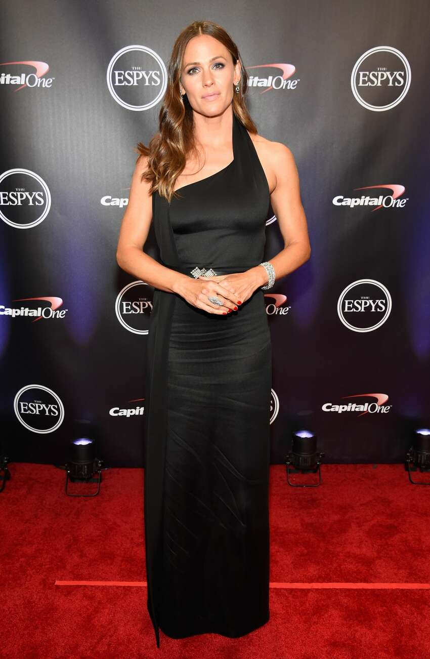 LOS ANGELES, CA - JULY 18: Actor Jennifer Garner attends The 2018 ESPYS at Microsoft Theater on July 18, 2018 in Los Angeles, California. (Photo by Kevin Mazur/Getty Images)