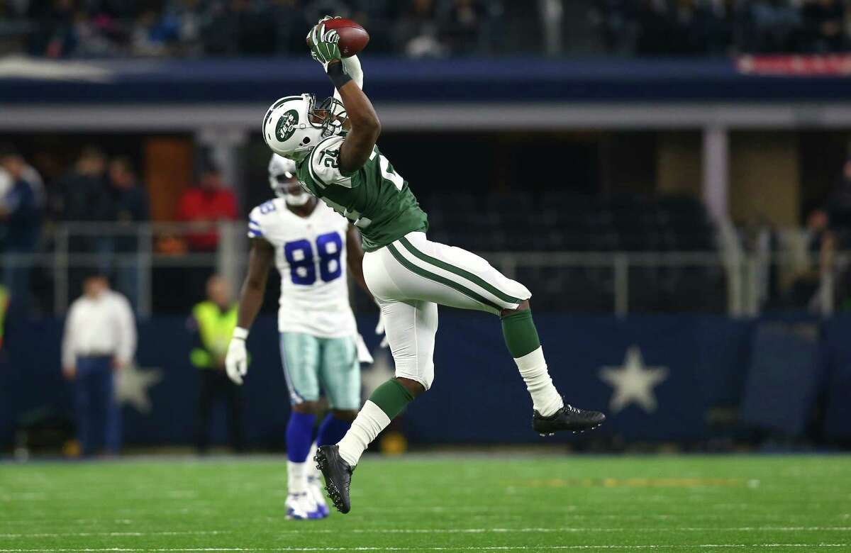 ARLINGTON, TX - DECEMBER 19: Darrelle Revis #24 of the New York Jets intercepts against Dez Bryant #88 of the Dallas Cowboys during the first half at AT&T Stadium on December 19, 2015 in Arlington, Texas. (Photo by Tom Pennington/Getty Images) ORG XMIT: 587450171
