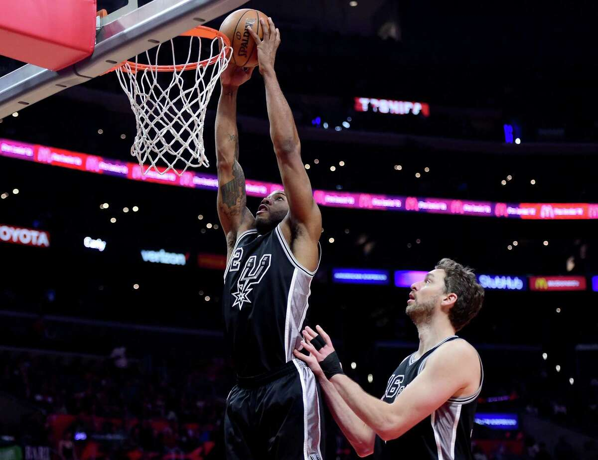 LOS ANGELES, CA - FEBRUARY 24: Kawhi Leonard #2 of the San Antonio Spurs dunks as Pau Gasol #16 looks on during a 105-97 Spurs win over the LA Clippers at Staples Center on February 24, 2017 in Los Angeles, California. NOTE TO USER: User expressly acknowledges and agrees that, by downloading and or using this photograph, User is consenting to the terms and conditions of the Getty Images License Agreement. (Photo by Harry How/Getty Images) ORG XMIT: 662355895
