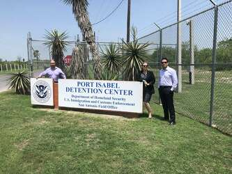 Pricey lawyers aid distressed immigrant families at border