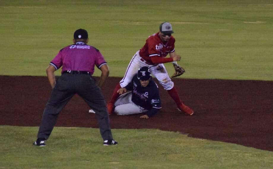 Replacing Juan Martinez in the third, Ivan Bellazetin went 5-for-5 as a pinch-hitter with two home runs including a go-ahead shot in the 10th as the Tecolotes Dos Laredos won 8-7 in 10 innings at Piratas de Campeche Wednesday. Photo: Courtesy Of The Tecolotes Dos Laredos