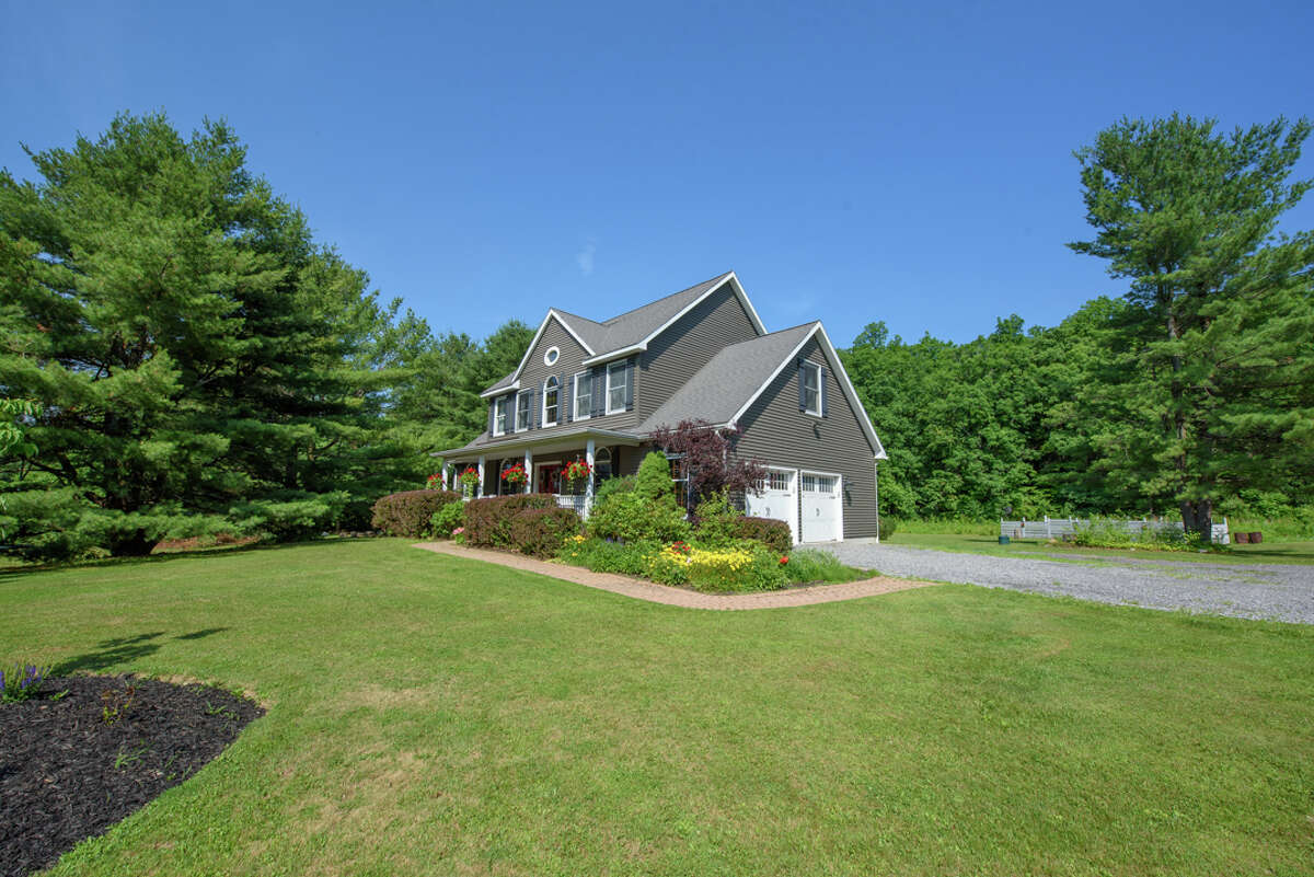House of the Week: 875 Upper Gregg Road, Rotterdam | Realtor: Jennifer Bergeron of the Albany Realty Group | Discuss: Talk about this house