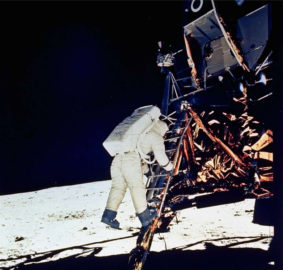 Buzz Aldrin goes down the steps of the Lunar Module ladder as he prepares to walk on the moon in 1969. Photo: Neil Armstrong / NASA 1969