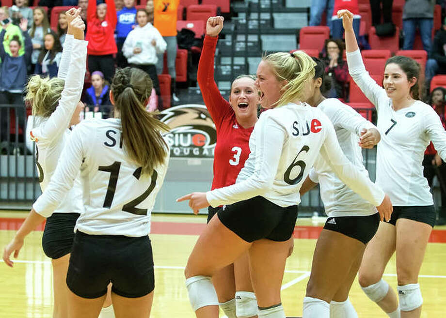 The SIUE Cougars women's volleyball team celebrates a set win over Eastern Illinois during their 23-7 season in 2017. Photo:       SIUE Athletics