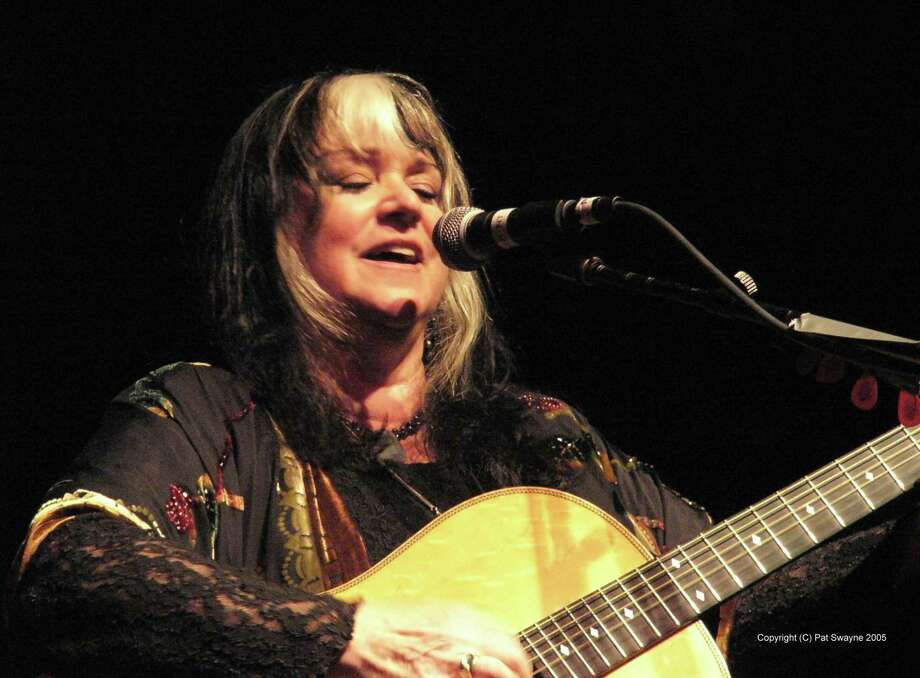 Woodstock-era folk and pop singer Melanie will perform at Fernando Pinto's East Rock Concert Series at the mActivity Coffee Bar in New Haven. Photo: Contributed