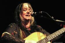Woodstock-era folk and pop singer Melanie will perform at Fernando Pinto's East Rock Concert Series at the mActivity Coffee Bar in New Haven.