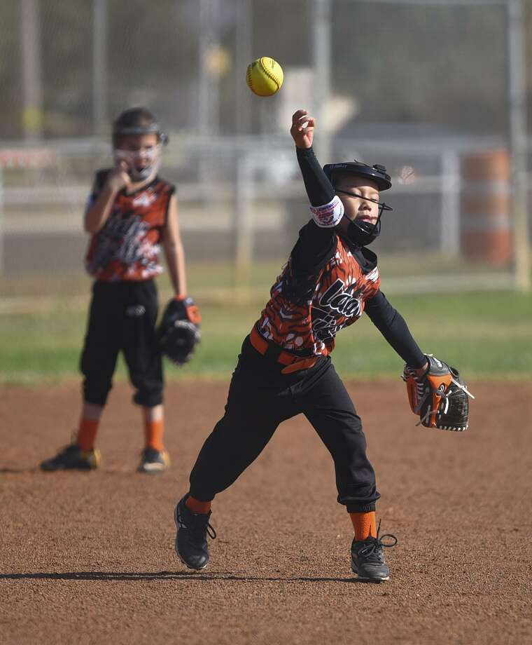 The 8U Lady Tigers lost 12-5 against La Feria Flash on Thursday in the PONY League South Zone Softball World Series. Photo: Danny Zaragoza /Laredo Morning Times / Laredo Morning Times