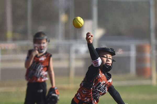 The 8U Lady Tigers lost 12-5 against La Feria Flash on Thursday in the PONY League South Zone Softball World Series.