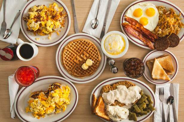 Huddle House, a 24-hour diner serving Southern favorites, is coming to Pearland.
