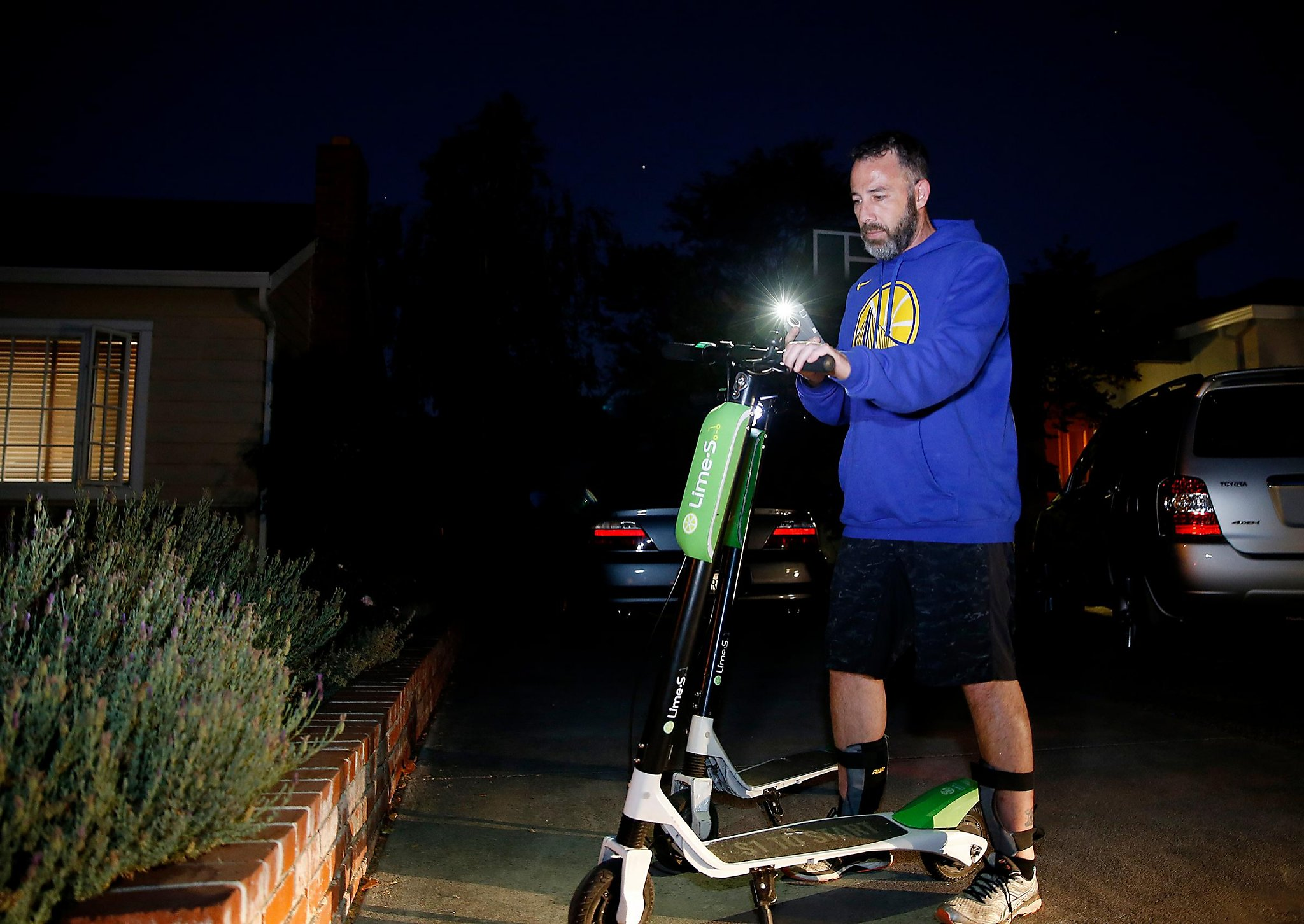 Scooter 'treasure hunt': Nighttime chargers make big money