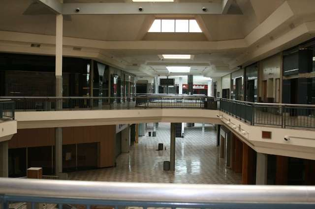 Creepy Photos Of The Old Windsor Park Mall Before