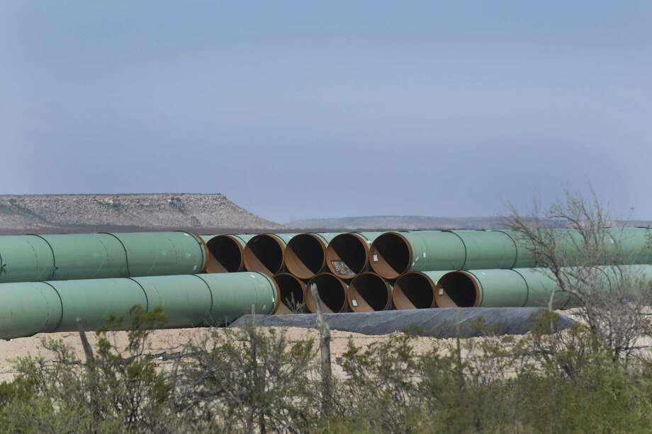 Pipeline to be used for natural gas is piled in a field near Ft. Stockton, Texas, on Wednesday, Sept. 30, 2015. Photo: Billy Calzada, Staff / San Antonio Express-News / San Antonio Express-News