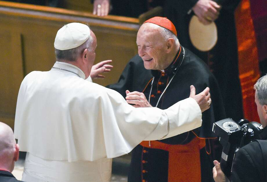 Pope Francis embraces Cardinal Archbishop emeritus Theodore McCarrick in Washington, D.C., in 2015. Photo: Jonathan Newton / Associated Press 2015