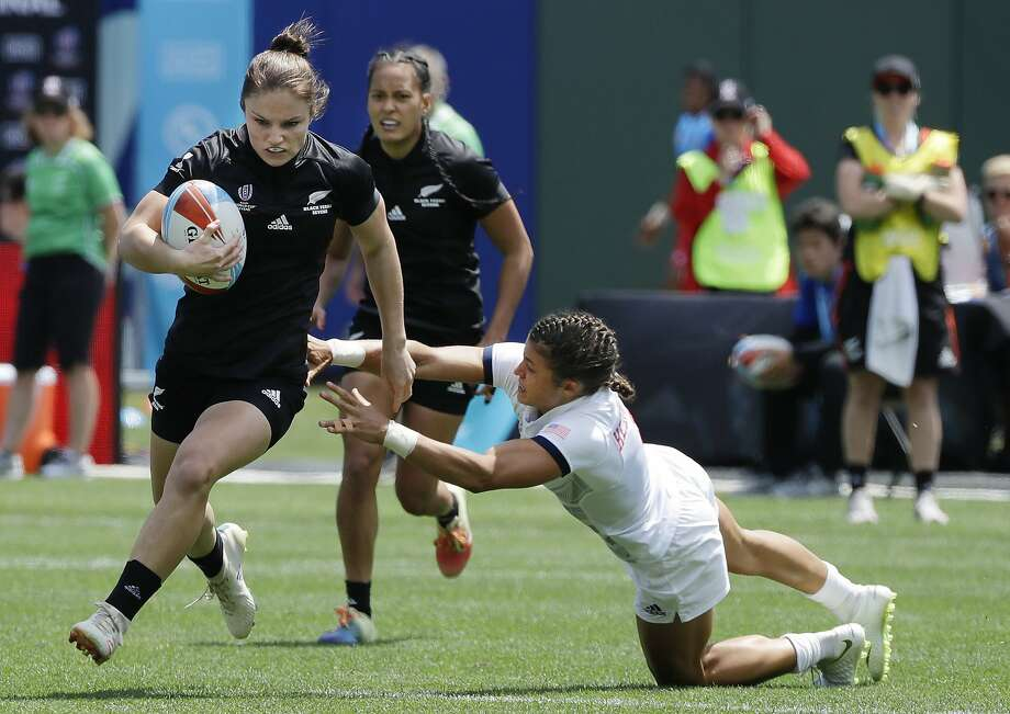 New Zealand's Michaela Blyde, left, runs past United States's Nicole Heavirland, right, to score during a Women's Rugby Sevens World Cup semifinal in San Francisco, Saturday, July 21, 2018. (AP Photo/Jeff Chiu) Photo: Jeff Chiu / Associated Press
