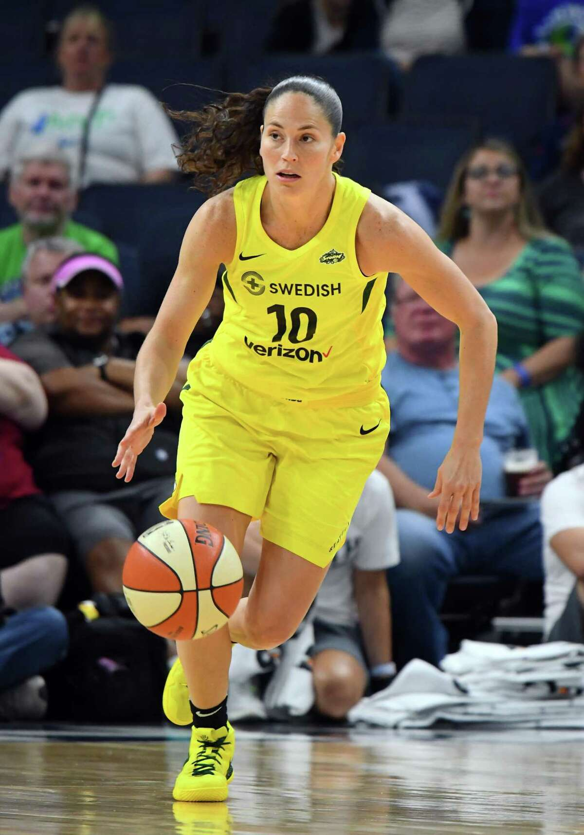 MINNEAPOLIS, MN - JUNE 26: Seattle Storm Guard Sue Bird (10) carries the ball up court during a WNBA game between the Minnesota Lynx and Seattle Storm on June 26, 2018 at Target Center in Minneapolis, MN. The Lynx defeated the Storm 91-79.(Photo by Nick Wosika/Icon Sportswire via Getty Images)