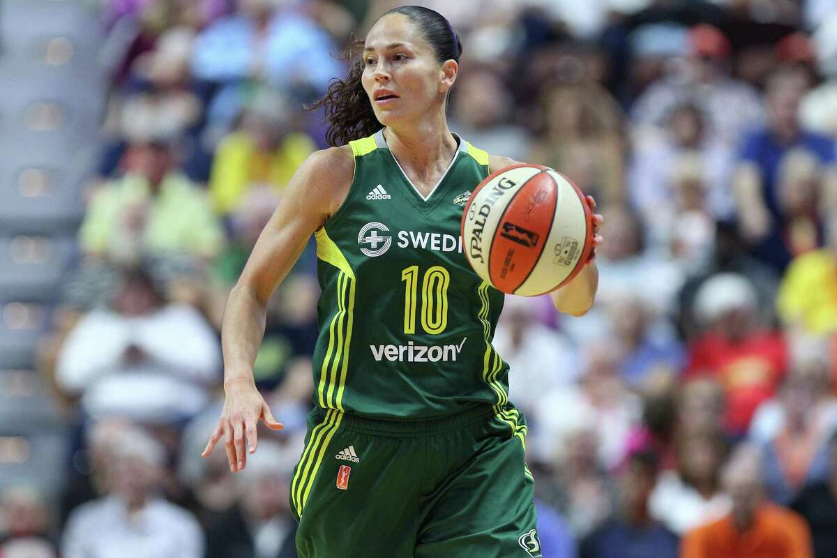 UNCASVILLE, CT - AUGUST 08: Seattle Storm guard Sue Bird (10) in action during the first half of an WNBA game between Seattle Storm and Connecticut Sun on August 8, 2017, at Mohegan Sun Arena in Uncasville, CT. Connecticut defeated Seattle 84-71. (Photo by M. Anthony Nesmith/Icon Sportswire via Getty Images)