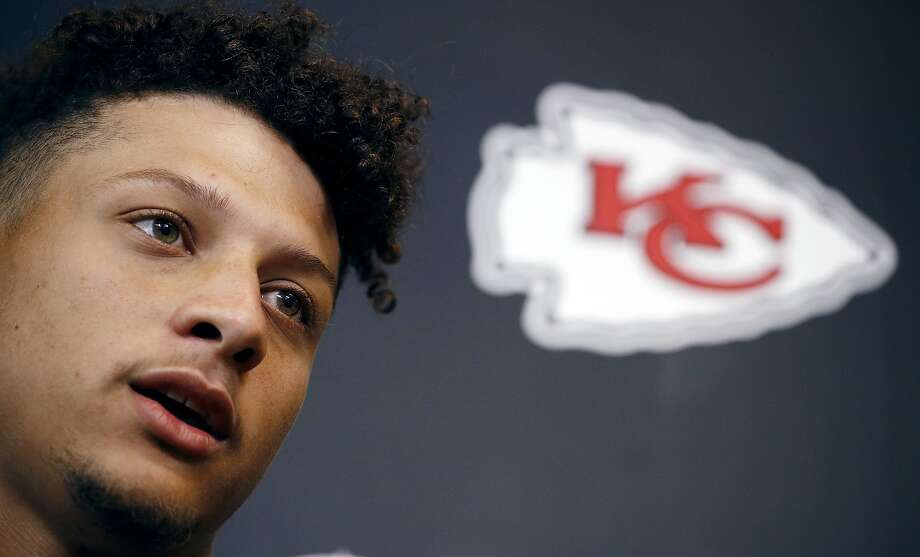 Patrick Mahomes II replaces Alex Smith as Chiefs quarterback. Photo: Charlie Riedel / Associated Press