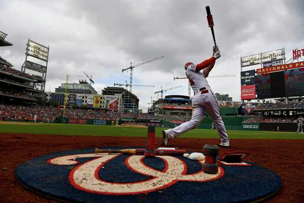 Bryce Harper homered during the Nationals' 6-2 win over the Braves, which was twice delayed by rain.