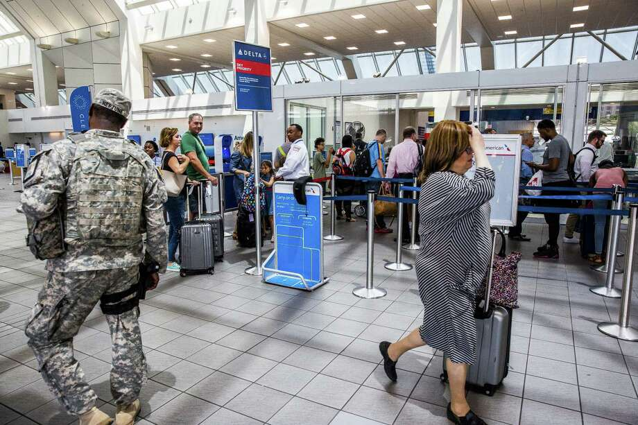 Travelers at the Delta Air Lines ticket counter at LaGuardia Airport in New York on June 29, 2017. Photo: David Williams/Bloomberg / Bloomberg