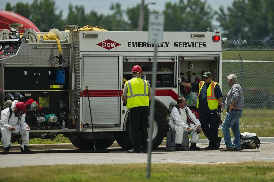 Police and a hazmat team respond to the scene of a truck leaking hazardous material on Monday, July 23, 2018 at S. Saginaw Rd. and Gate 17 in Midland. (Katy Kildee/kkildee@mdn.net) Photo: (Katy Kildee/kkildee@mdn.net)