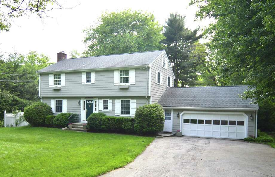 Located in Rowayton, this updated colonial with four bedrooms, provides an opportunity for a move-in-ready situation while enjoying the amenity-rich Rowayton value proposition. The home has been listed by Berkshire Hathaway HomeServices for $1.33 million. Photo: Berkshire Hathaway HomeServices, New England Properties / ONLINE_CHECK