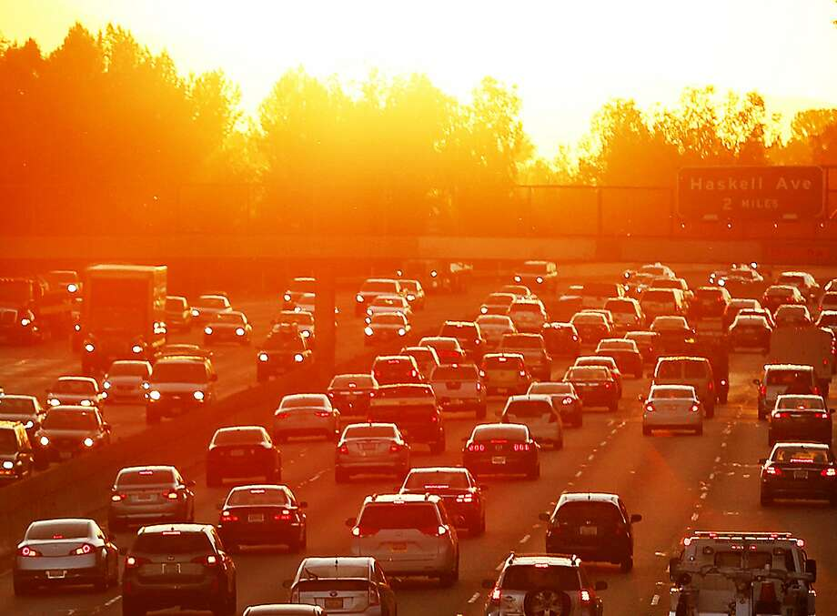 Traffic on the 101 Freeway in Los Angeles, Calif., during a heat wave in 2015. Photo: Al Seib / TNS 2015