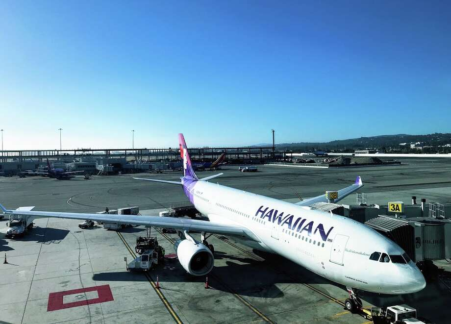 On Thursday morning, a Hawaiian Airlines flight from Oakland to Honolulu was forced to make an emergency evacuation due to reports of smoke in the cabin. Photo: Chris McGinnis