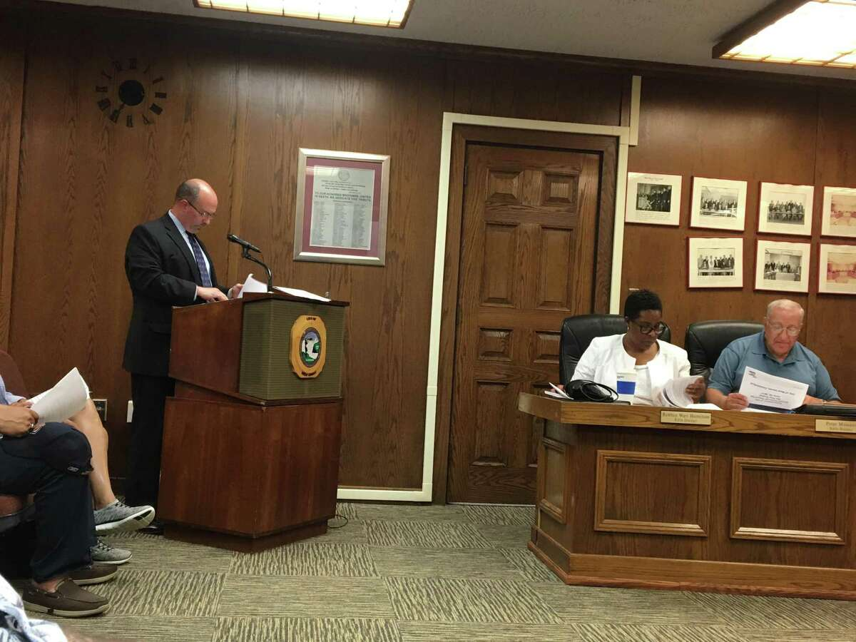 Auditor Joseph Centofanti of PKF O'Connor Davies discusses West Haven's 2016-17 audit with the City Council Monday at City Hall.