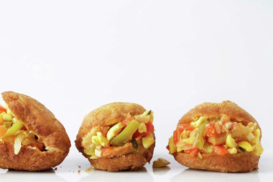Ackee and Saltfish With Warm Bakes. Photo: Photo By Deb Lindsey For The Washington Post. / For The Washington Post