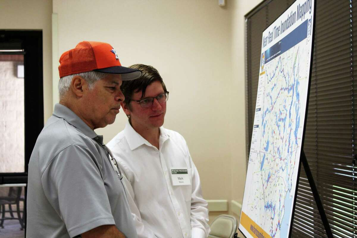 Mark Moore, HCFCD hydrologic technician, talks to a Lake Houston resident about the inundation patterns in Harris County.