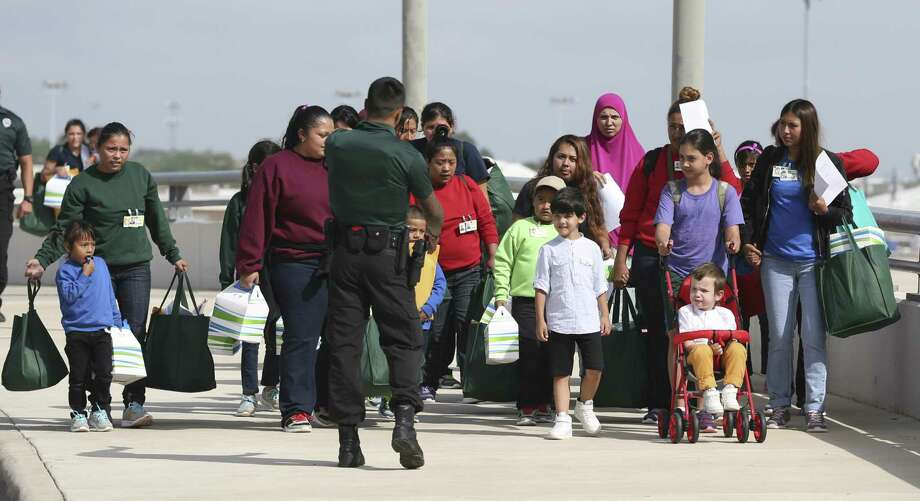 Immigrant families arrive at the San Antonio International Airport from from a family residential center in Dilley, Texas, Tuesday, July 10, 2018. Photo: JERRY LARA / San Antonio Express-News / San Antonio Express-News