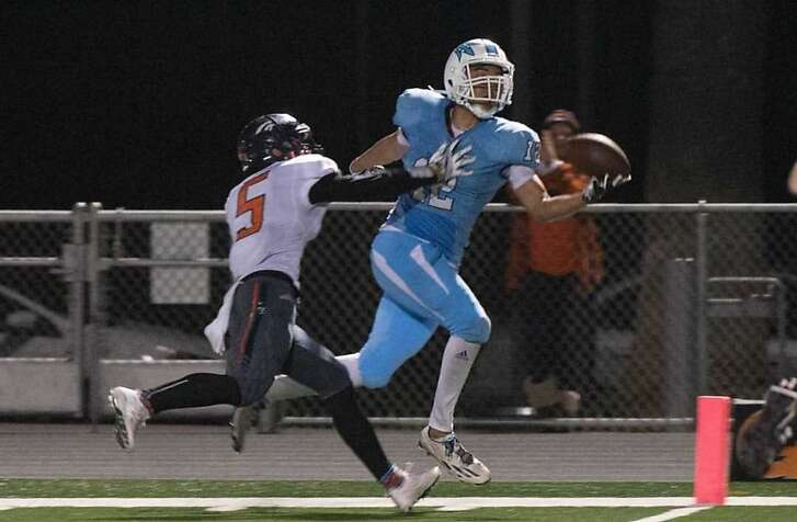TaeVeon Le of Corona del Mar High School makes a game-winning one-hand catch of a touchdown pass in the closing seconds of a 2017 playoff game against Roosevelt-Eastvale.