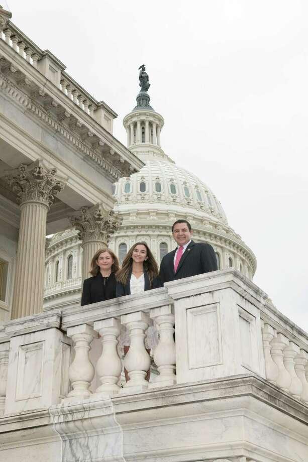 El Congresista Henry Cuéllar (TX-28), la estudiante Camila Sanmiguel, y su madre, María de Rosario Sanmiguel posan para una fotografía en el Capitolio en Washington, D.C., el martes. Photo: Foto De Cortesía